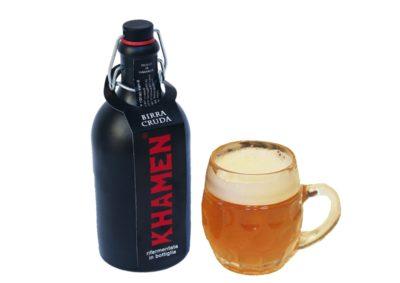 birra chiara in bottiglia ceramica